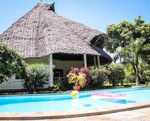 """Die Villa wurde auf einem Grundstück mit 1.000 m² erbaut und bekam den Namen """"KUISHI""""(Leben) - Villa-Kuishi - Diani Beach - Kenia - Ihr exklusives Ferienhaus unter der Sonne Ostafrikas"""