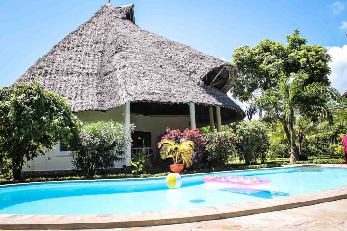 """Die Villa wurde im Februar 2013 nach europäischem Standard auf einem Grundstück mit 1.000 m² erbaut und bekam den Namen """"KUISHI""""(Leben) - Villa-Kuishi - Diani Beach - Kenia - Ihr exklusives Ferienhaus unter der Sonne Ostafrikas"""