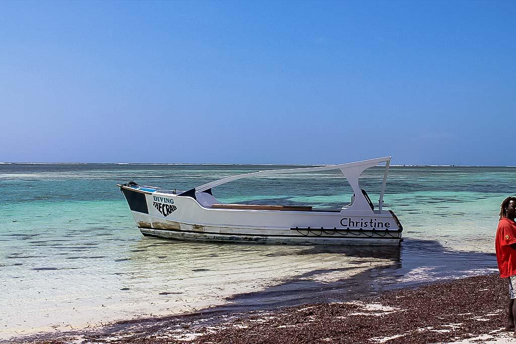 machen sie einen Ausflug Glasbodenboot - Villa-Kuishi - Diani Beach - Kenia - Ihr exklusives Ferienhaus unter der Sonne Ostafrikas